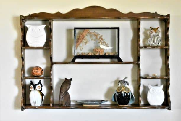 Shelf with knick-knacks of different visual weights