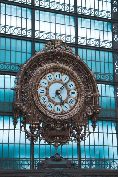 Radial symmetry and balance in clock
