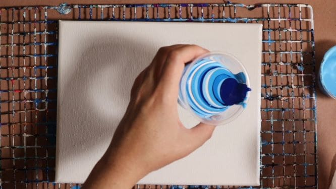 demonstation of how to paint water ripples with acrylic pouring